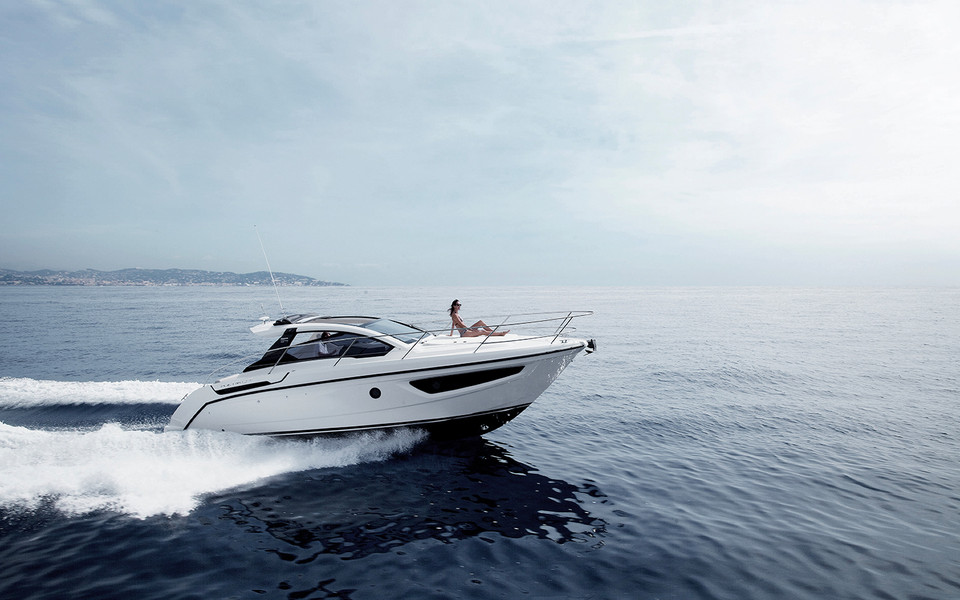Atlantis 34: sporty, with a touch of class.